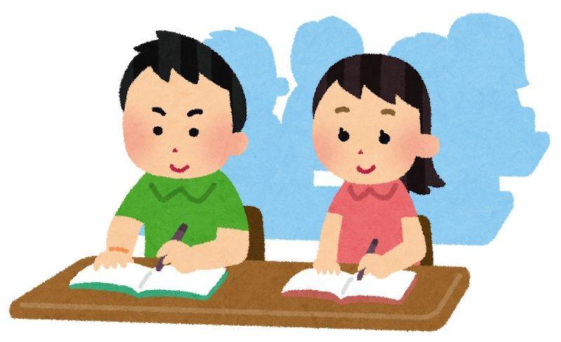 塾で勉強する子供たち