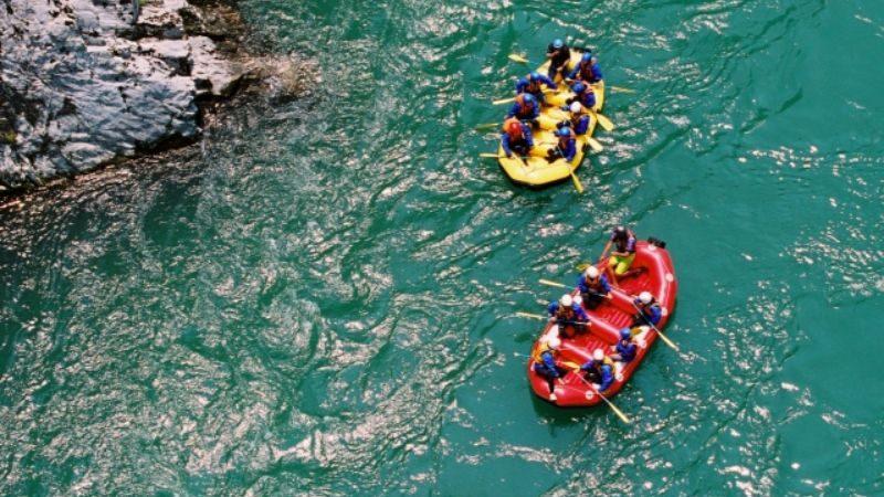 川でのラフティング