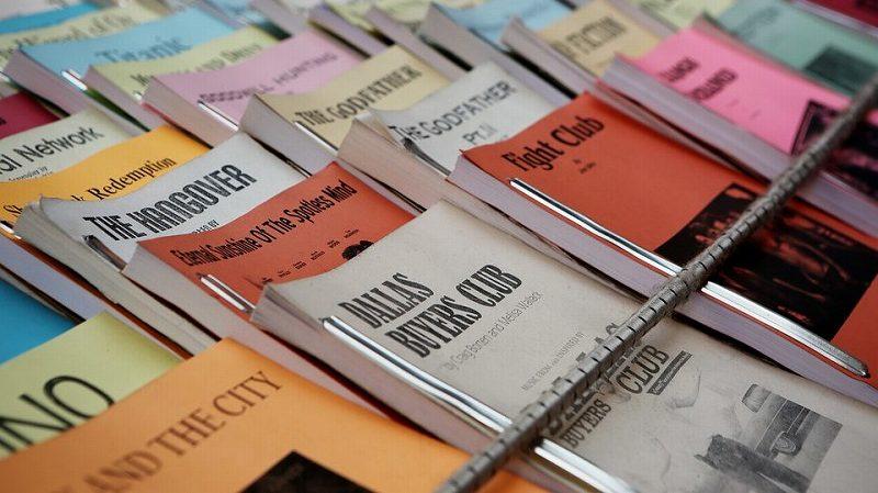 たくさん並んだ英語本
