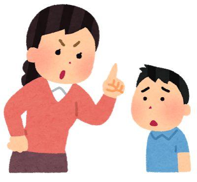お母さんに叱られる子供