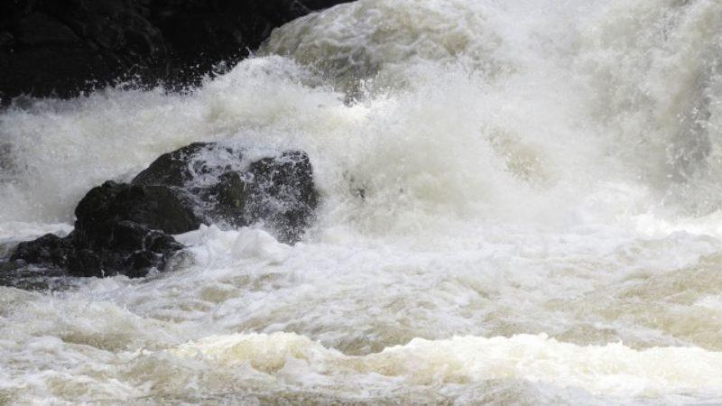 流れの速い川