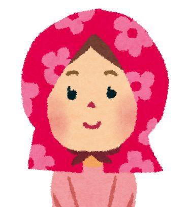 防災頭巾をかぶった女の子