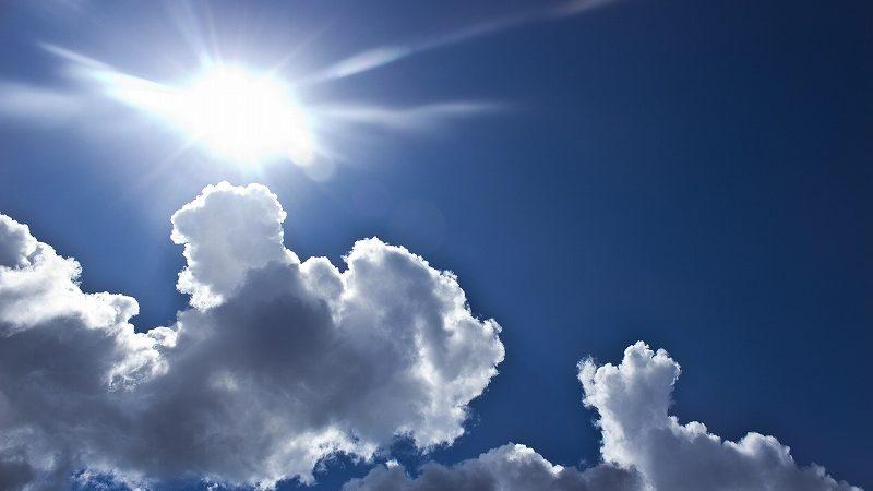 青い空と強い日差し