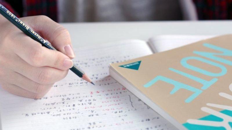 勉強しているノート