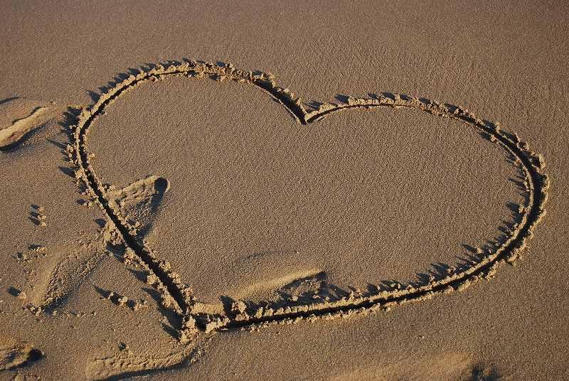 砂に描いたハート