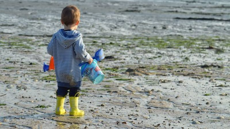 浜辺の子供