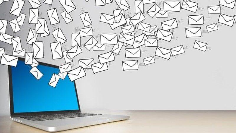 パソコンからたくさんのメール
